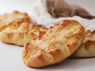 美味时尚面包【纺锤形砂糖黄油餐包】