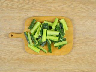 快手八宝酱瓜,黄瓜3根切条,胡萝卜1根去皮切条,尖椒1根去籽切段,豇豆100g切段,藕1段切片