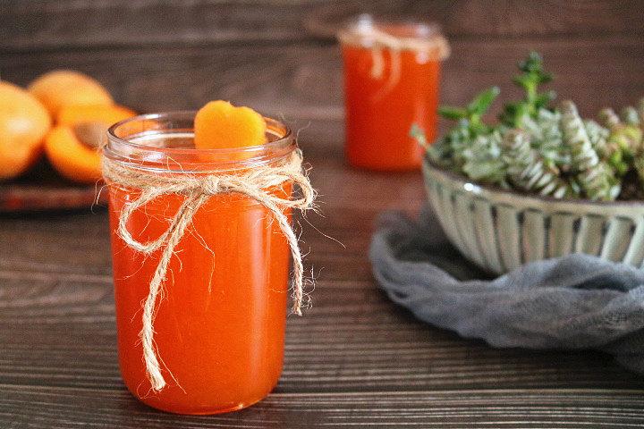 杏酱,装入干净的容器中密封放入冰箱冷藏保存。