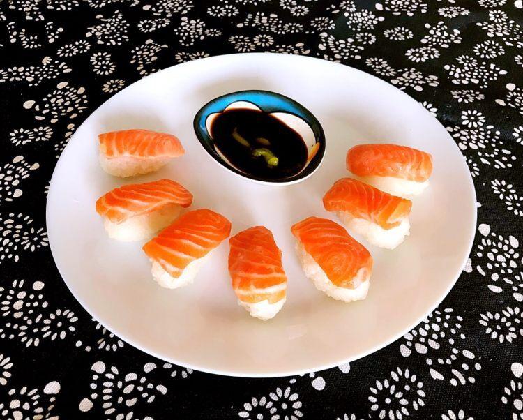 寿司醋怎么调才能使米饭入口是甜的咽到喉咙有点酸