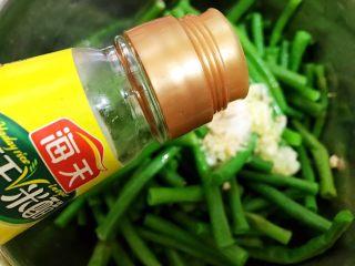 夏日清爽小凉菜——凉拌豆角,加入鸡粉和白米醋
