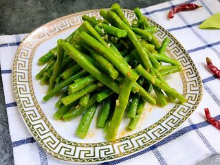 夏日清爽小凉菜——凉拌豆角,是不是很简单