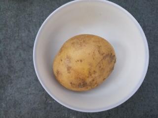 夏日凉拌土豆丝,准备一个土豆