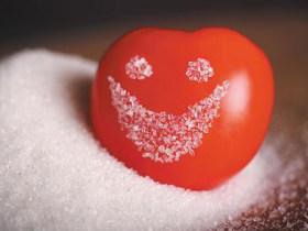 有一种童年,叫糖拌西红柿;有一种芳华,叫西红柿拌黄瓜!