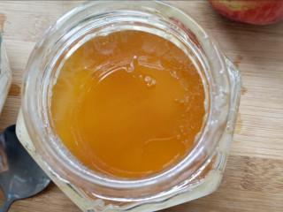 松饼蜜桃派~,当然不能忘了加点蜂蜜,没有蜂蜜的话加点白糖也行,但是我喜欢蜂蜜的香甜感。甜度自己看吧,我加了普通勺子的2勺。