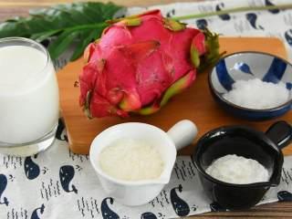 火龙果牛奶小方—这是一款甜心美味高颜值的手工DIY甜品,『食材』  火龙果/淀粉/牛奶/椰蓉