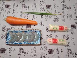 虾仁玉子豆腐,去掉头和虾壳,洗干净