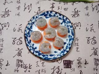 虾仁玉子豆腐,最后铺上虾仁
