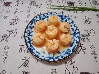 虾仁玉子豆腐,把煮好的调汁淋在虾仁上