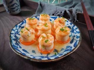 虾仁玉子豆腐,撒上葱花