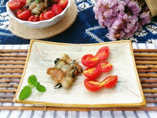夏日去湿,紫苏烤五花肉,紫苏香酥肉香十足番茄多汁