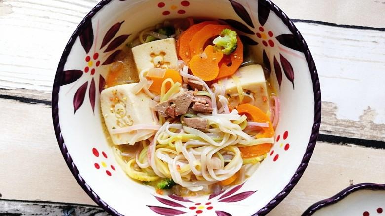 宝宝辅食—鹅肝豆腐蔬菜汤面