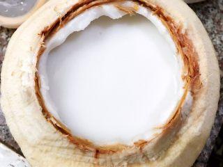 超好吃的椰青冻,把液体再装入椰青壳里