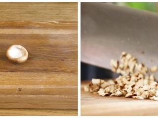 香菇酿肉圆18m+,把全部的香菇去根,取一个切成末~