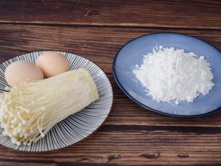 椒盐金针菇,准备好材料