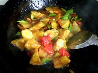 家常烧茄子,大火烧开,翻炒均匀,把茄子全部裹上汤汁即可关火出锅