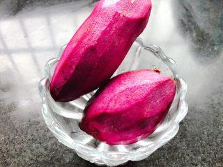 紫薯银耳羹,紫薯去皮
