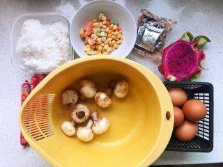 快手营养早餐13,所有用到的食材都在这里了,食材很简单,做出来的食物却很美味;