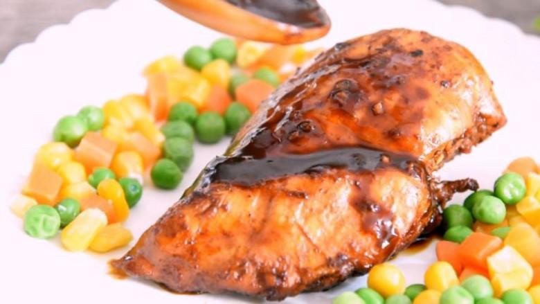 用中式调味品,做出西餐的感觉——豆豉酱烧鸡胸肉