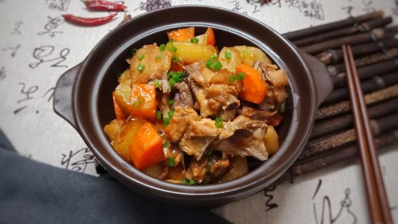 红萝卜土豆焖鸡块