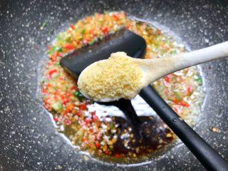 蒜蓉牡蛎,放入3g鸡精