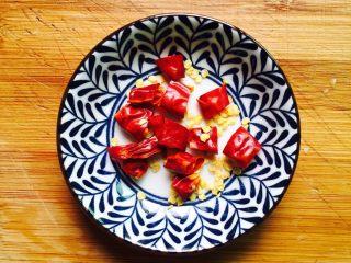 下酒菜+蚝油炒花甲,辣椒清洗一下切成圈备用