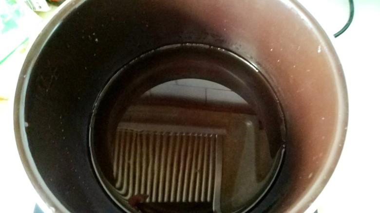 山药脊骨汤,锅烧热