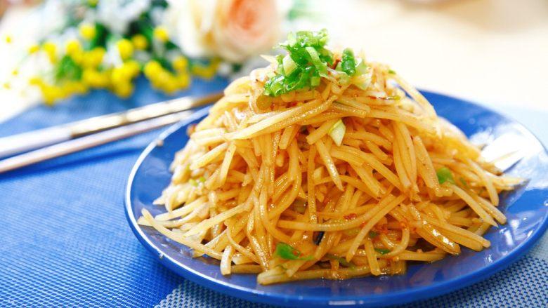 夏天快手吃点啥?炝土豆丝!,夏天不知道吃什么?这道凉拌菜,可以考虑考虑。配饺子,配饼,配粥,配米饭都不错。