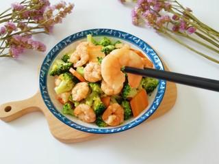 西兰花炒虾仁, 尝一口,好鲜好好吃的夏日小炒。