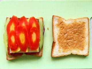 快手营养早餐17,再铺一层胡萝卜片;