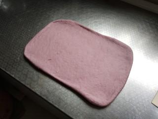 奶香紫薯馒头 ,再次擀成长方形,反复3次即可