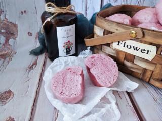 奶香紫薯馒头 ,切开看一下里面组织紧实有弹性,口感非常好