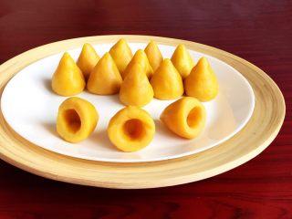 宝宝健康食谱  黄金小窝头,小巧精致的黄金小窝头口感松软,营养丰富~
