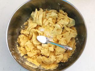 宝宝健康食谱  黄金小窝头,加入3克小苏打