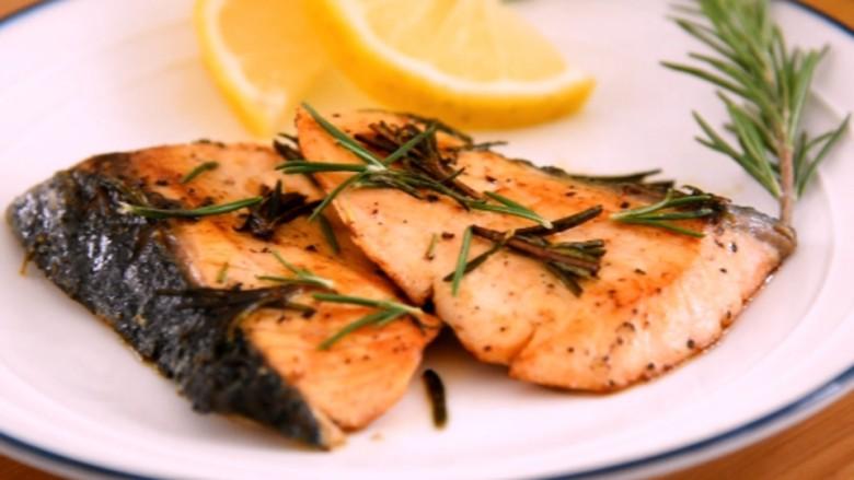 迷迭香煎三文鱼——极简轻奢的美味