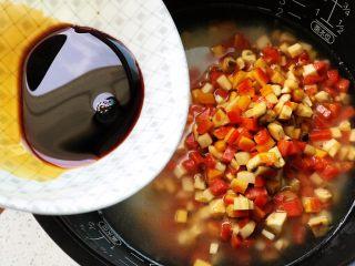 松茸饭,加两瓷勺生抽调色调味;