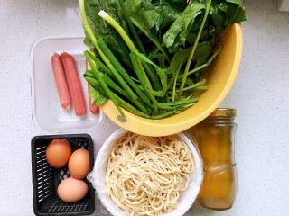 快手营养早餐18,所有用到的食材都在这里了,为了节省早晨的时间,前一晚洗好了菠菜和小葱;