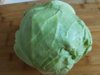 粉丝凉拌圆白菜,圆白菜去外也洗干净。