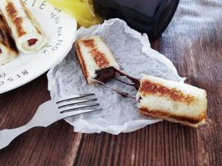 玩转爆浆吐司卷,趁热吃哦,掰开一个巧克力会流心,还有拉丝哦,好吃到飞起来