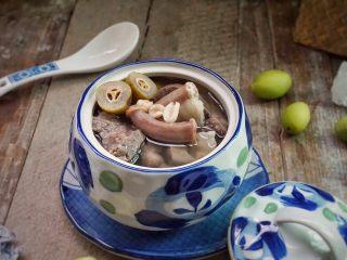 炖粉肠猪肺橄榄汤,美味