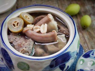 炖粉肠猪肺橄榄汤,近看