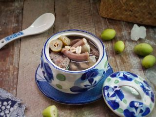 炖粉肠猪肺橄榄汤,完成