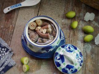 炖粉肠猪肺橄榄汤,好吃