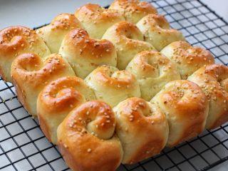 蜂蜜脆底小面包,然后脱模冷却