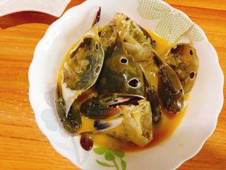 下酒菜+螃蟹抱蛋,每个都沾上蛋液即可