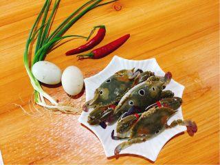 下酒菜+螃蟹抱蛋,食材准备好,