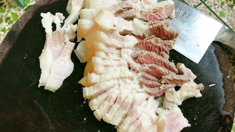 莲藕炒肉片,肉切片。