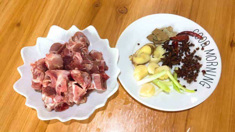 家常菜+酱骨肉,已经准备就绪