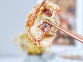 周五早餐 | 煎饺+蚝油茄子+自热鸡汤