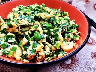 春天的味道➕香韭炒蛋,超级简单的一道菜,仅用食盐调味,滑嫩的鸡蛋包裹着鲜美的韭菜,营养又美味。感兴趣的宝宝们,也快来试试看吧😛